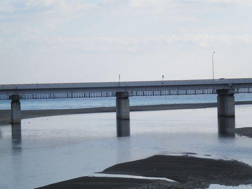 酒匂橋から見た酒匂川の河口と相模湾(神奈川県小田原市)(2011年12月31日