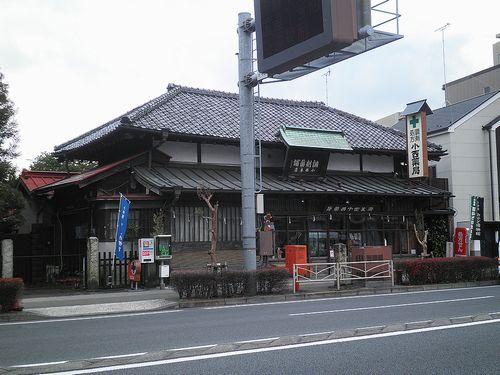 旧東海道(国道1号線)・小田原市南町3丁目付近の薬局(2011年12月31日)