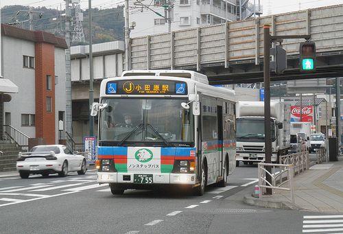 伊豆箱根バス(小田原市城山4丁目・国道1号線)(2011年12月31日)