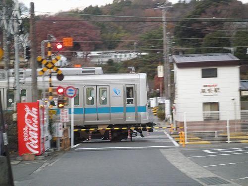 風祭駅の踏切(小田原市風祭)(2011年12月31日)