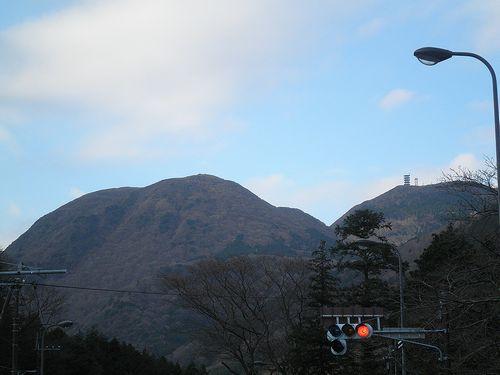 旧東海道・須雲川集落から見た二子山(神奈川県足柄下郡箱根町)(2012年1月8日)