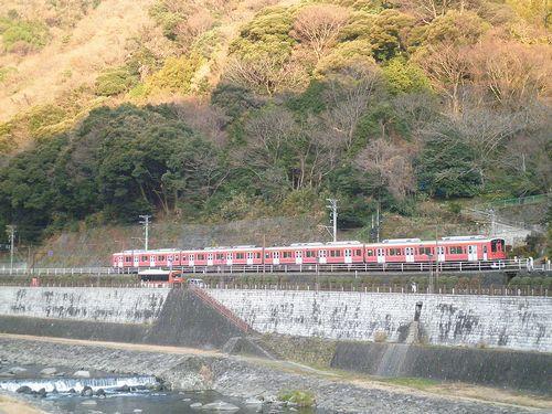 箱根湯本・三枚橋から見た箱根登山鉄道の電車(小田急1000形)(2012年1月8日)