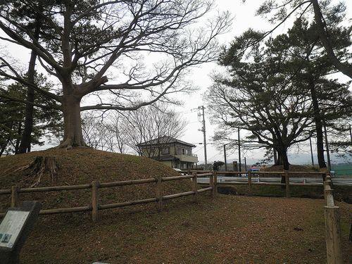 旧東海道・国道1号線・錦田一里塚(静岡県三島市三恵台)(2012年1月28日)