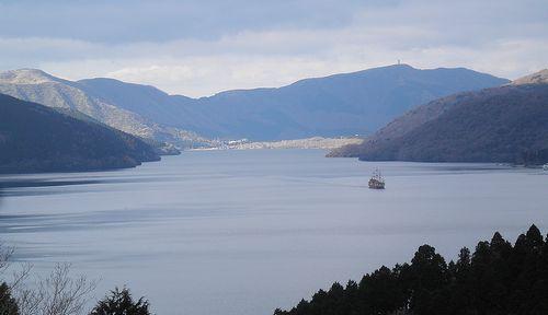 神奈川県箱根町箱根・国道1号線から見た芦ノ湖(2012年1月8日)