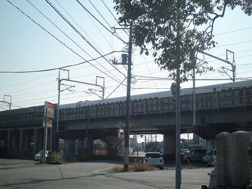 旧東海道と新幹線の交点(富士市依田橋町)(2012年2月22日)