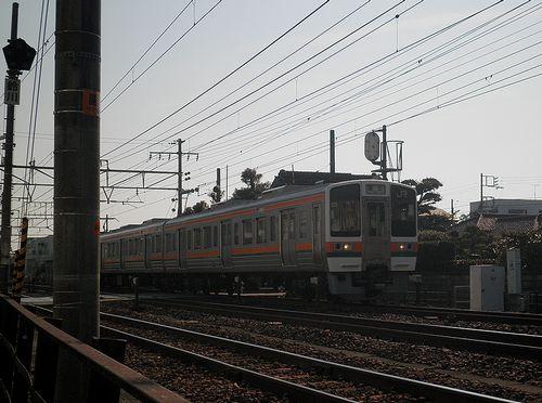 旧東海道と東海道本線の踏切・(富士市鈴川東町)(2012年2月22日)