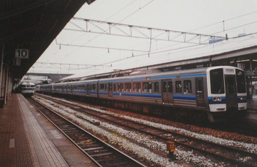 岡オカ213系(岡山駅・2001年4月25日)