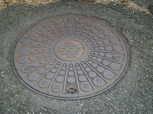 中部電力のマンホールの蓋(静岡県富士市中之郷)(2012年2月22日)