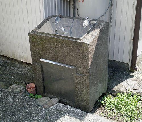 昔のゴミ箱(旧東海道岩淵宿)(静岡県富士市岩淵)(2014年3月16日)