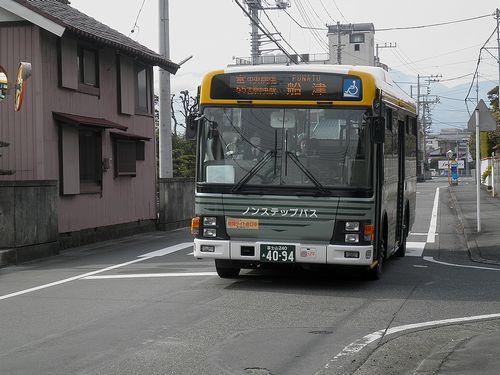 富士急静岡バス(静岡県富士市蓼原町・旧東海道「ロゼシアター入口」付近)(2012年2月22日)
