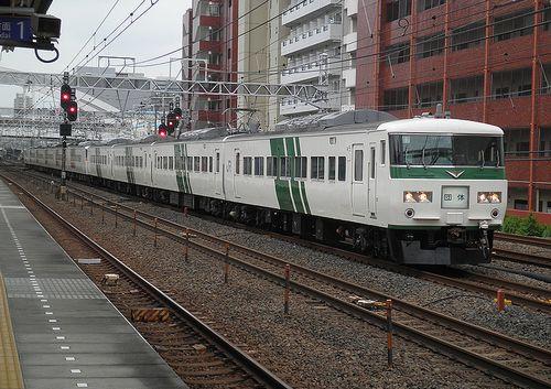 宮オオ185系「B7+B4」編成(2014年6月22日・横浜~保土ヶ谷間)1