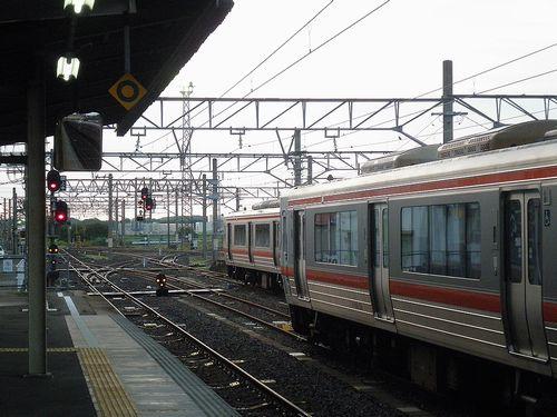 関西本線亀山駅ホーム(2014年6月29日)