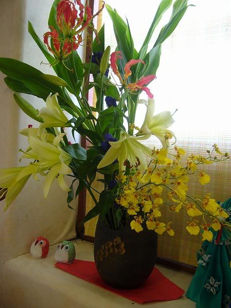 リハビリの部屋の前の花 26.7.17
