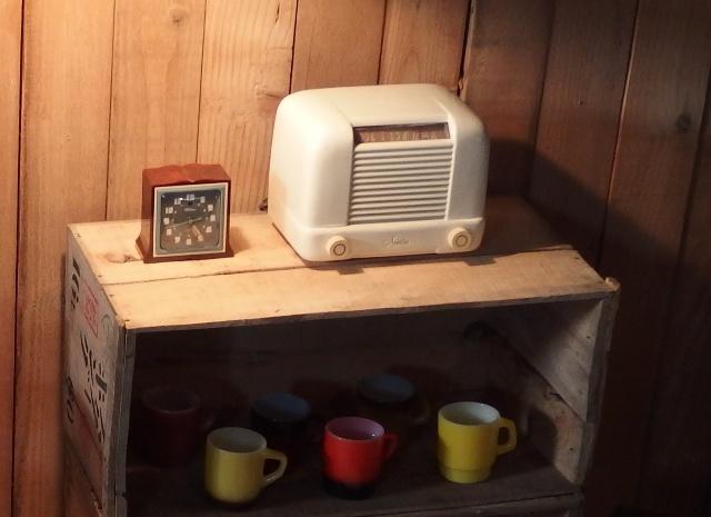 P4281929 スパートン真空管ラジオとテレクロン置き時計