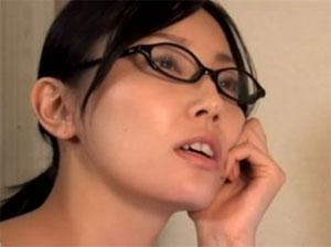 人妻熟女動画:旦那の友人に変態マッサージ師に寝取られる美人妻