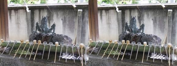 住吉大社竜の銅像の手水舎(平行法)