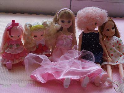 ピンクドレスのリカちゃんと