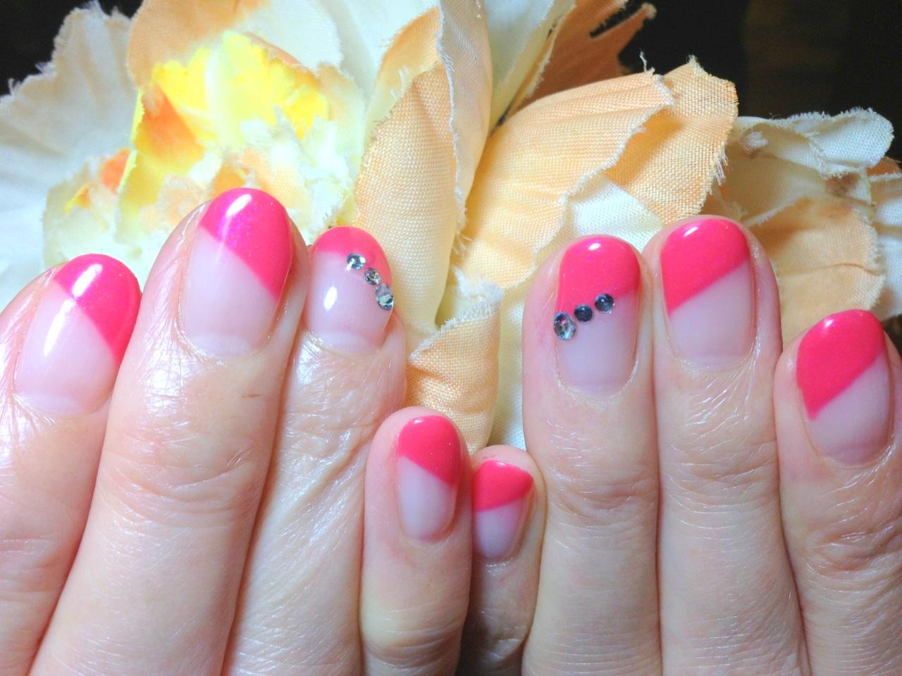 ジェルネイル画像 ピンクネイル ななめフレンチネイル ネオンネイル