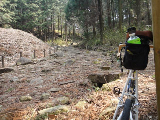 琵琶峠の石畳