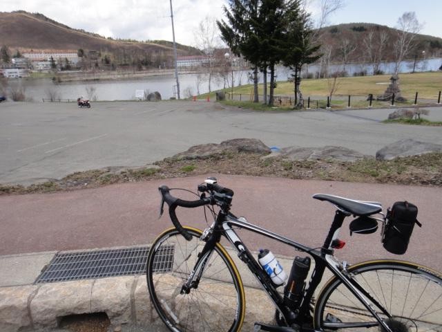 湖畔サイクリング