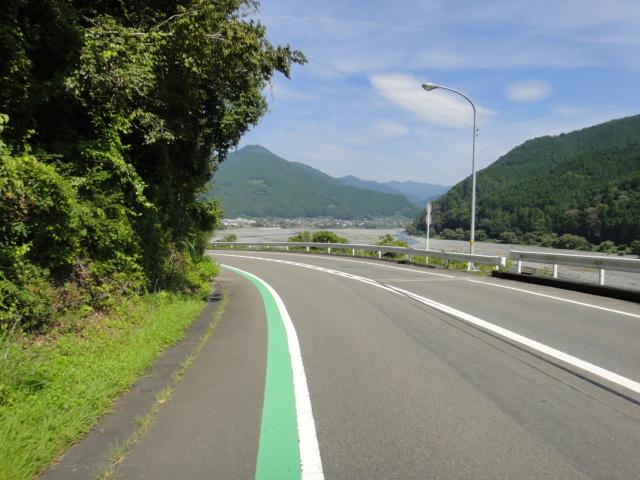 大井川沿いの道