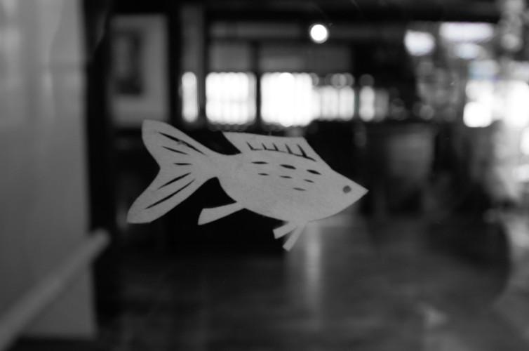 切り絵の金魚 モノクロぼかし