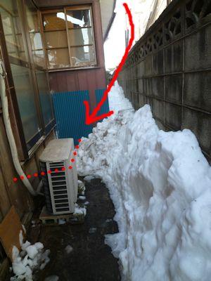室外機も雪に埋まる