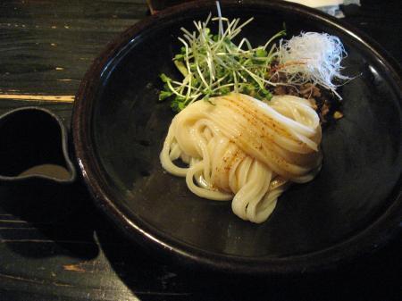 牛肉と黒ゴマダレの冷たい合え麺