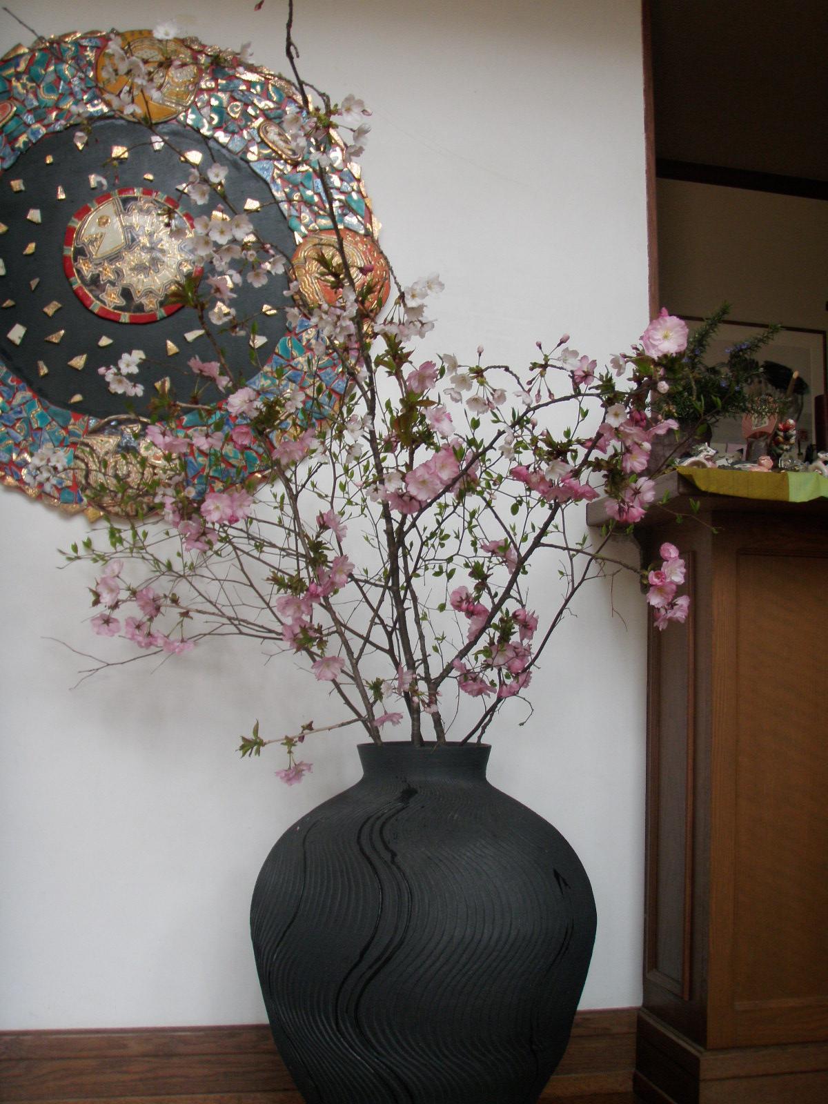 フロントでお出迎えの満開の桜