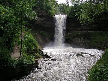 Minnehaha_Falls-20050614.jpg