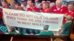 映像を撮らないで下さい。妻達は俺らが西ウェールズで釣りをしてると思ってる
