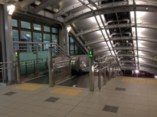 JR東海 岡崎駅 エスカレーターと階段の設置工事