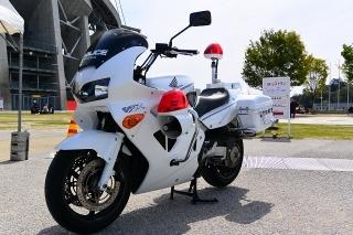 愛知県警 ホンダVFR800P 白バイ