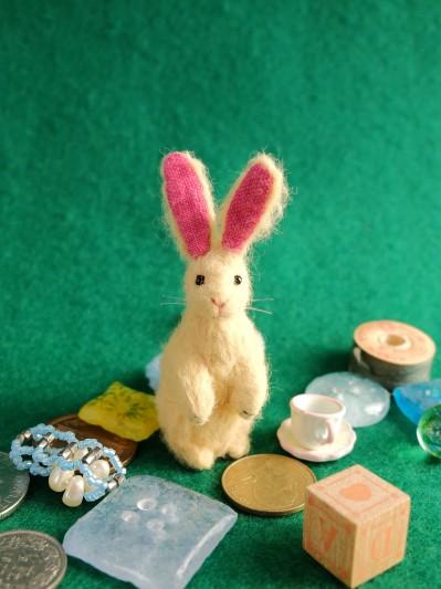 14/4月16日小さなウサギのぬいぐるみ