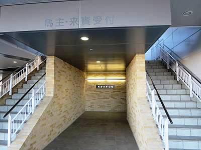 中京競馬場の馬主席入口