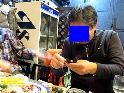 Y氏ウニを食べるの図1