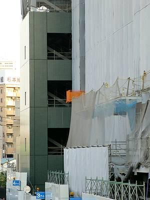 建物外壁の一部が出現
