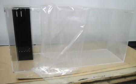 台に穴あけ加工が出来ないときの水槽加工です、一見普通の水槽ですが…