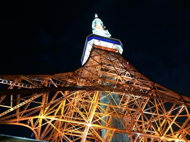 スカイバスからの東京タワーの夜景