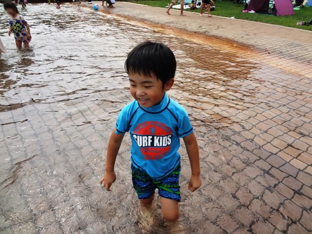 寒い中プールで泳ぐりくちゃん
