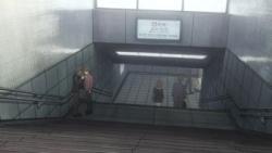西新宿駅階段上kら