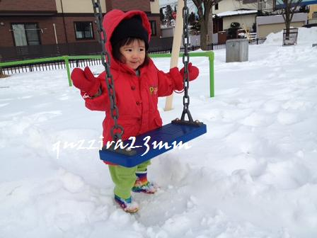 雪の中ブランコ5