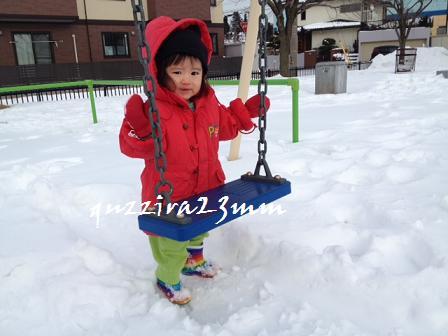 雪の中ブランコ4