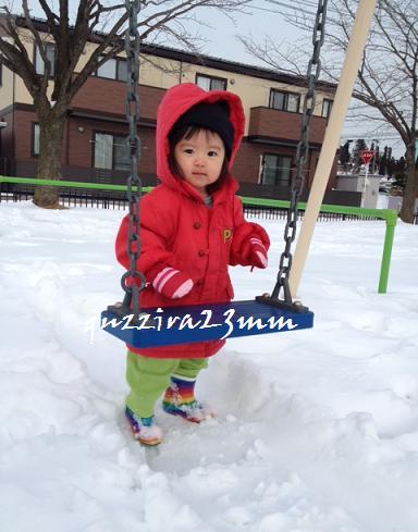 雪の中ブランコ3
