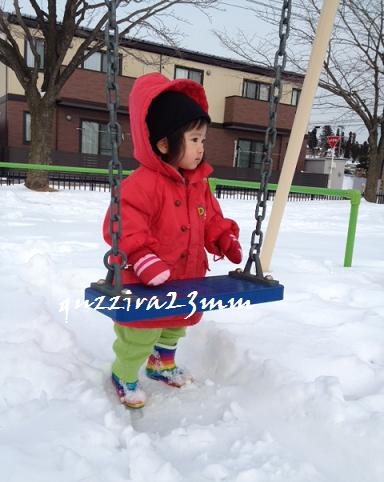 雪の中ブランコ2