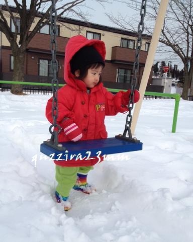 雪の中ブランコ1