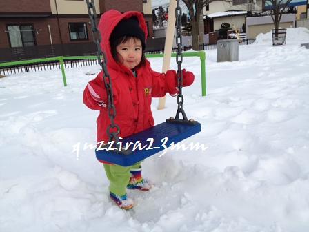 雪の中ブランコ6