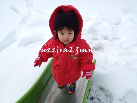 雪の中すべり台3