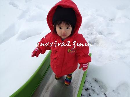 雪の中すべり台2