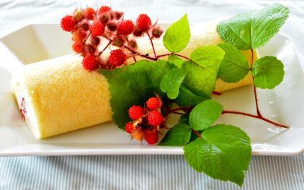 raspberryのロールケーキ